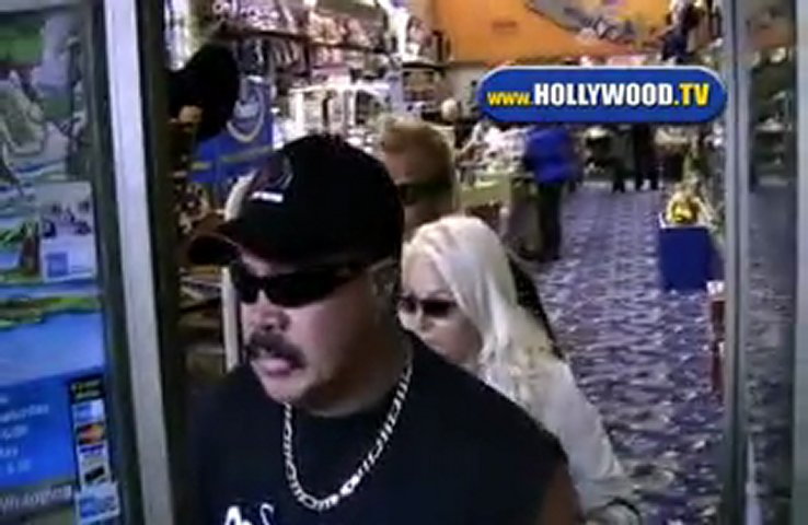 hollywood bounty hunter The bounty hunter 2 / 5 stars 2 out of 5  and this film incidentally conforms to the iron hollywood law that movie journalists are always first shown arriving at the office hours after everyone.