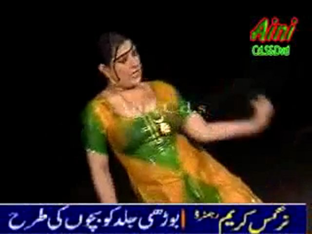 Rain Mujra 2011 - A Beautiful sexy hot woman dancing Mujra | PopScreen