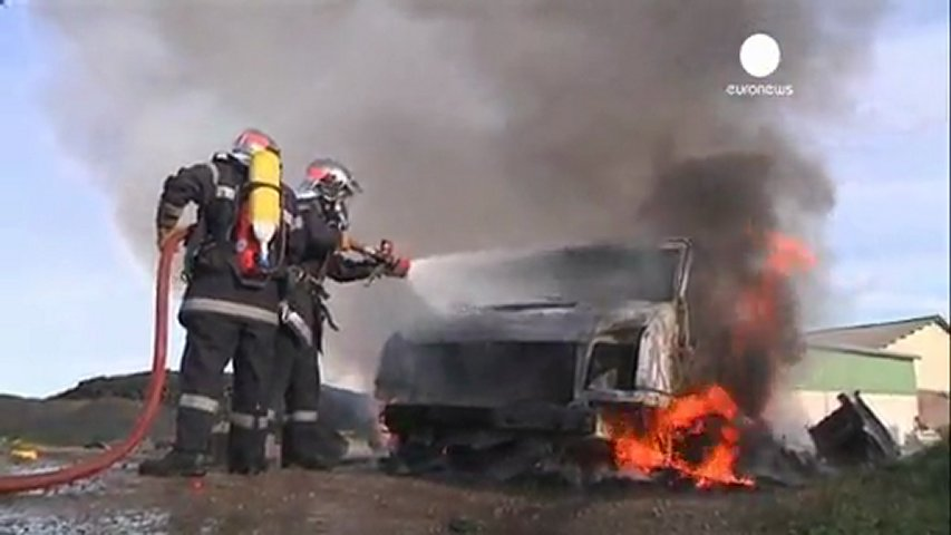Francia: Fuertes enfrentamientos entre policías y... | PopScreen